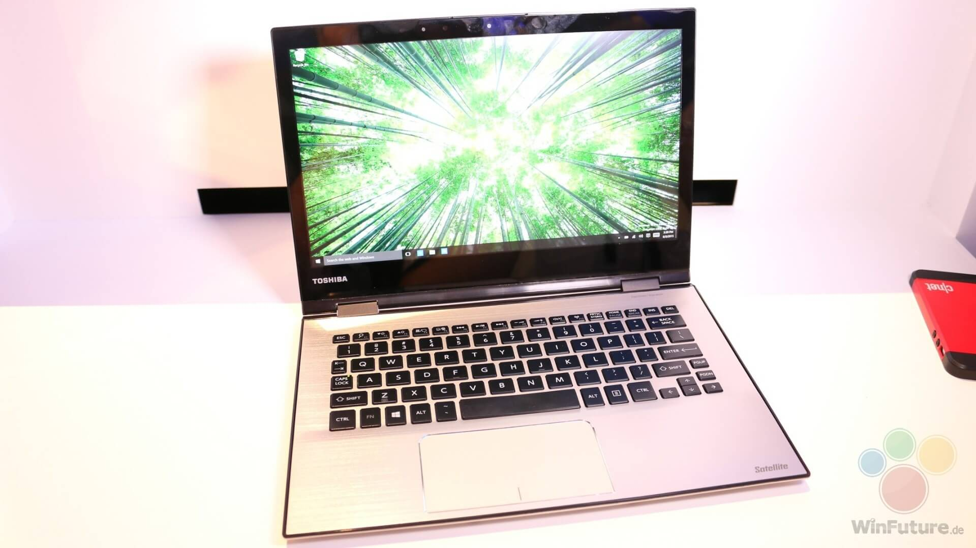 Toshiba Satellite Ultrabook mit Windows 10