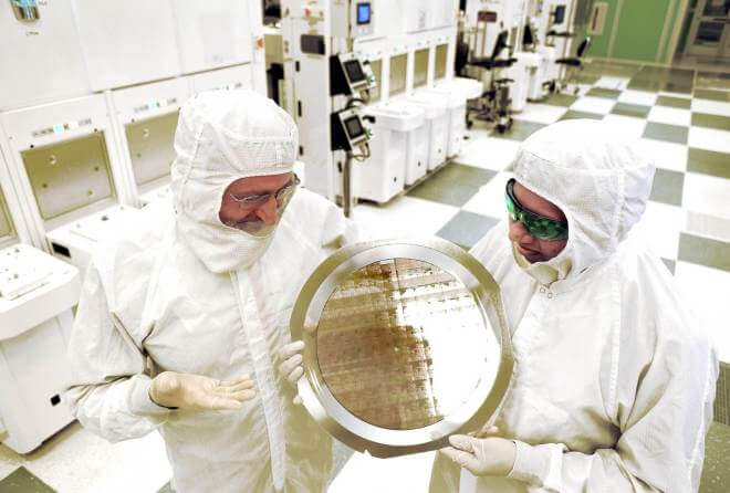 IBM: Wafer mit 7-Nanometer-Chips