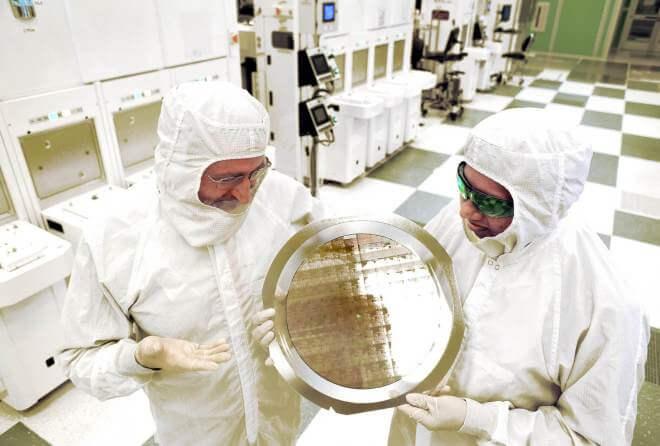 IBM: Wafer mit 7-Nanometer-Chips