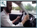 Hacker steuern Jeep in den Graben