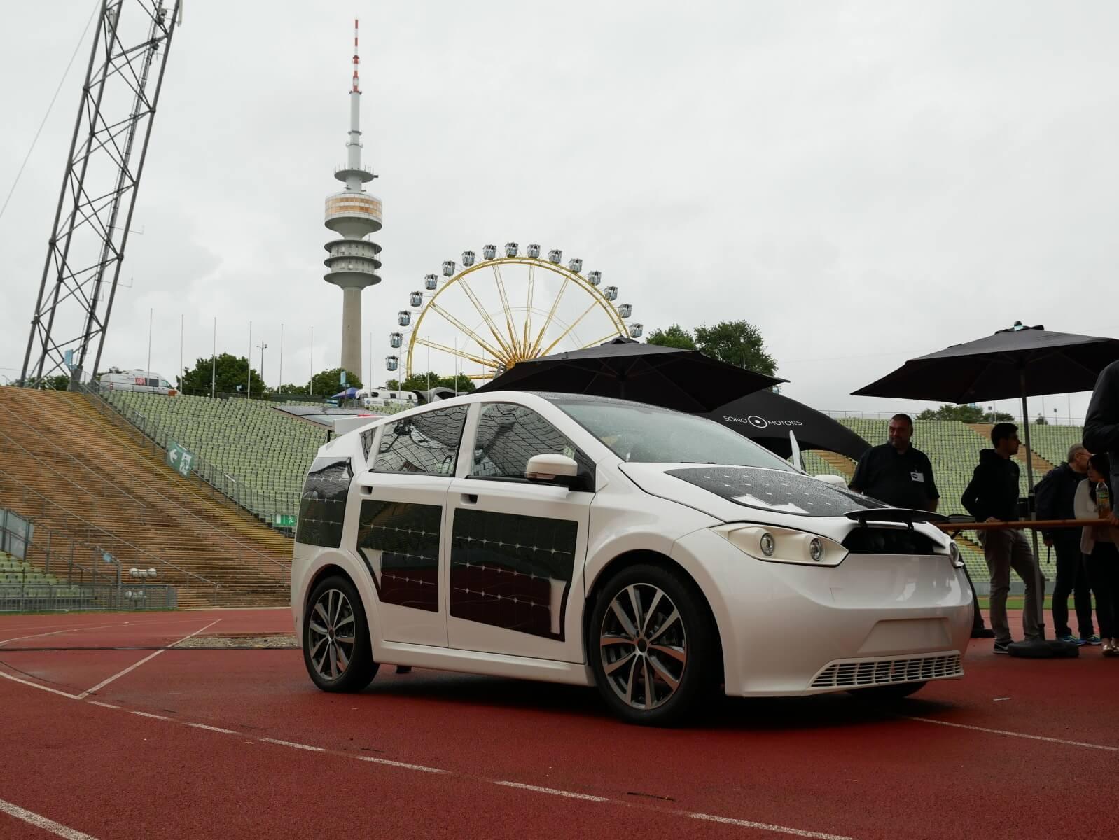 Probefahrt mit dem Sion: Günstiges Elektroauto mit Solarzellen