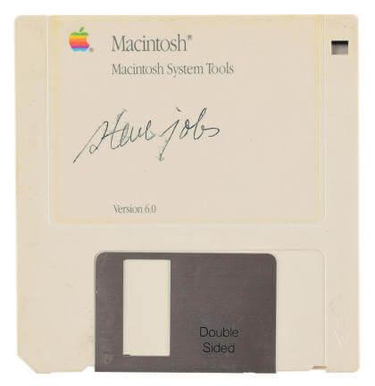 Auktion: 3,5-Zoll-Diskette mit Steve Jobs' Unterschrift