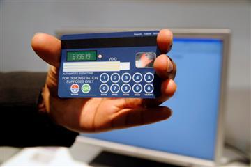 Visa Kreditkarte Mit Pin Tastatur Und Display Winfuturede