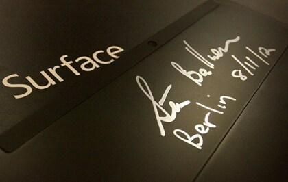 Steve Ballmer signiert Surface